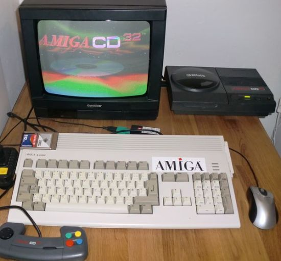 My new Amiga setup. The Amiga 1200 meets the CD32! (photo by Old School Game Blog)