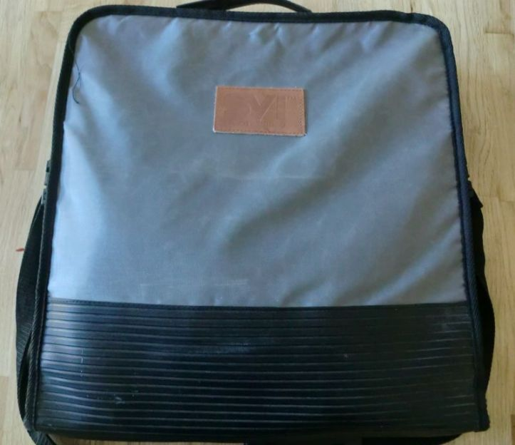 This is the original bag for the computer. It's in very good condition and hangs loose over the shoulder. Classy!