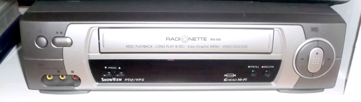 Bonus picture - Radionette RN-995 VCR (photo by Old School Game Blog)